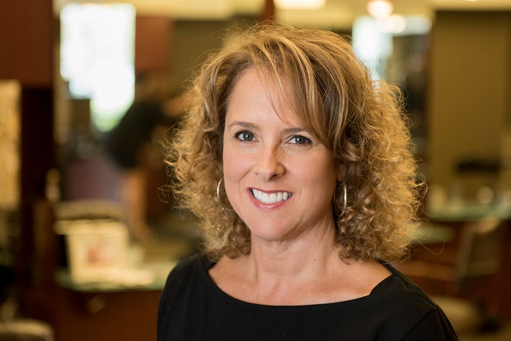 Lisa started working as a stylist in 1985 and joined Gary Allen in 1997. A native of Damariscotta, Maine, she likes traveling, gardening, reading, attending theater and live music performances and playing soccer with her family.